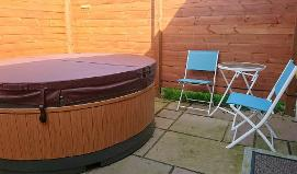 Lodges with hot tubs for sale,